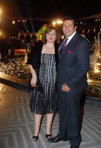 هاني رمزي برفقة زوجته