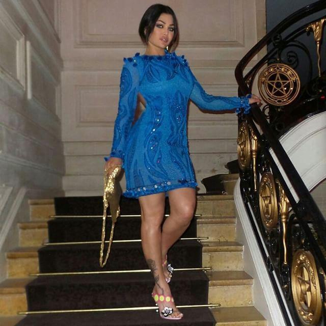 هيفاء وهبي تتألق بفستان من علامة Emilio Pucci.