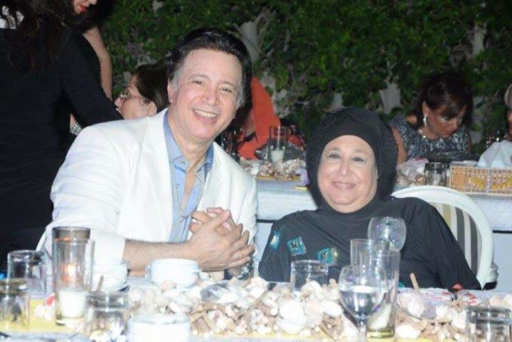إيمان البحر درويش  مع والدته