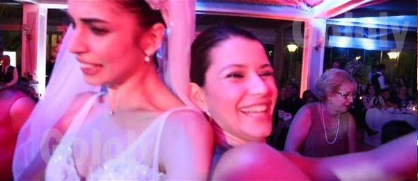 بيرين سآت  من حفل زفاف صديقتها
