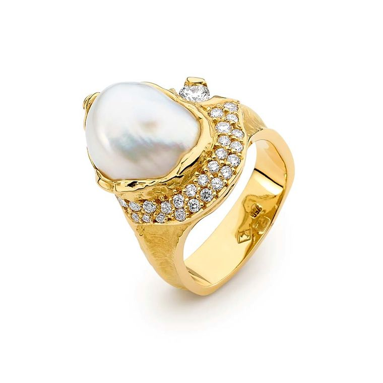 20yellow%20gold%20Australian%20South%20Sea%20seedless%20pearl%20and%20diamond%20ring%207900.jpg--760x0-q80-crop-scale-media-1x-subsampling-2-upscale-false[1]