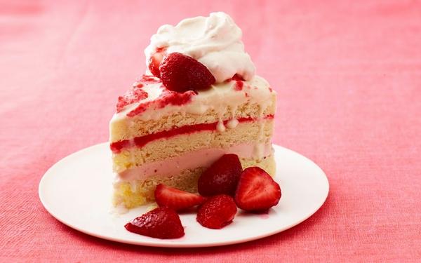 8-24-ATT-Strawberry-Ice-Cream-Cake-ftr