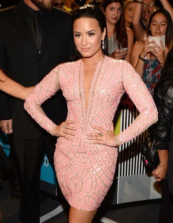 Demi Lovato in Nicolas Jebran.