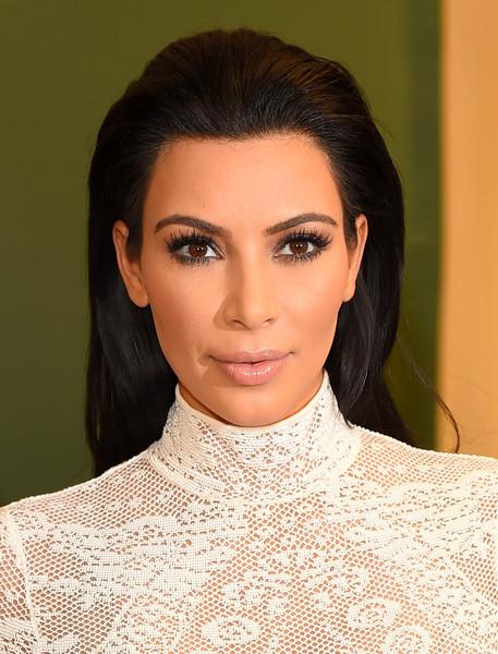 Kim-Kardashian-Long-Hairstyles-Long-Straight-sQvRnD9Bkapl
