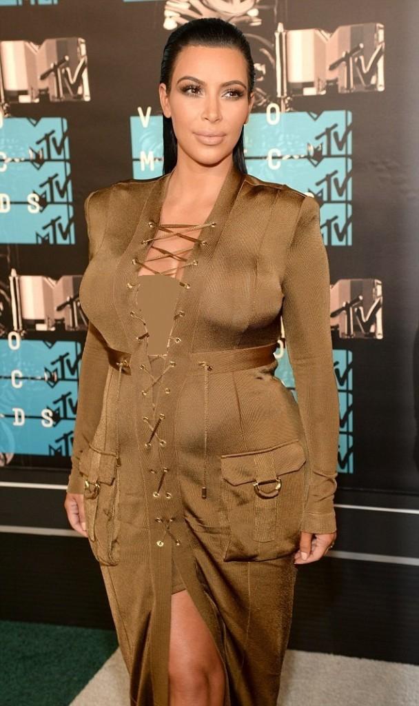 Kim Kardashian in Balmain (2)