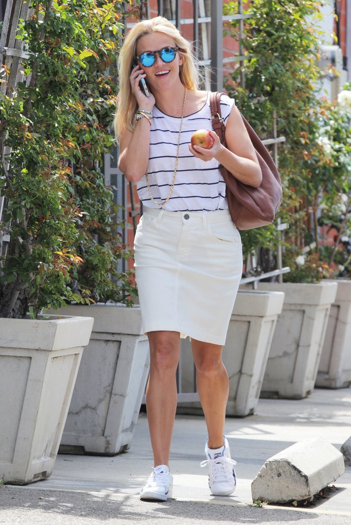 Reese-Witherspoon-Ava-Out-LA-July-2015 (5)