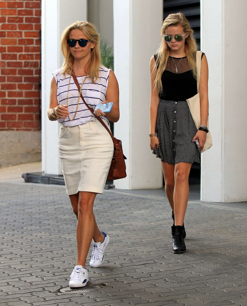 Reese-Witherspoon-Ava-Out-LA-July-2015