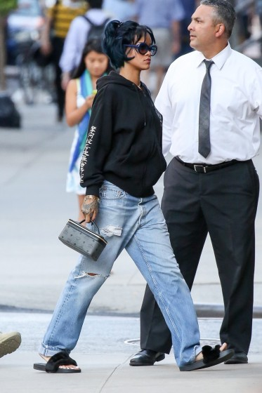 Rihanna keeps a low profile in NYC
