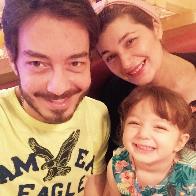 احمد زاهر وزوجته وابنته منى