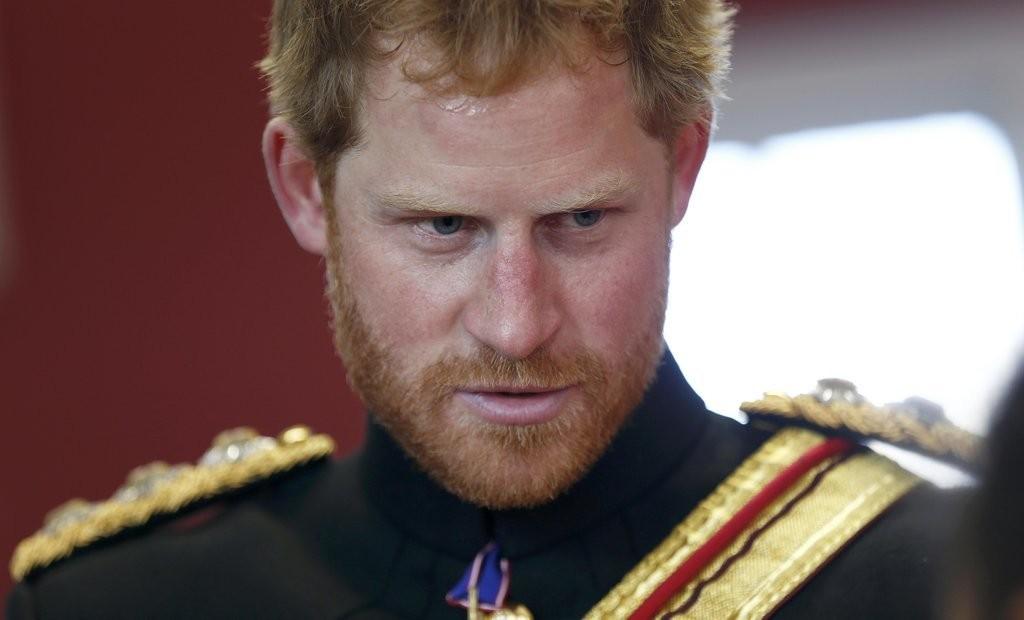 الأمير هاري يقوم بزيارة مفاجئة لإحدى المدارس في دوفر (11)