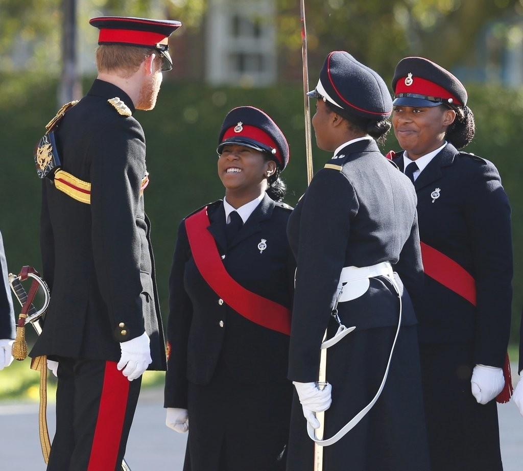 الأمير هاري يقوم بزيارة مفاجئة لإحدى المدارس في دوفر (16)