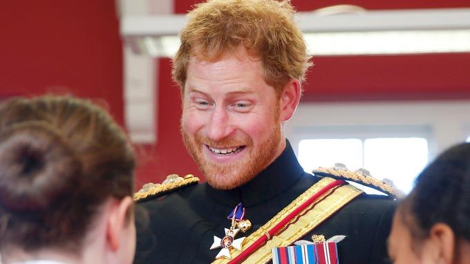 الأمير هاري يقوم بزيارة مفاجئة لإحدى المدارس في دوفر (5)