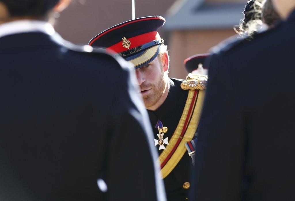 الأمير هاري يقوم بزيارة مفاجئة لإحدى المدارس في دوفر (8)