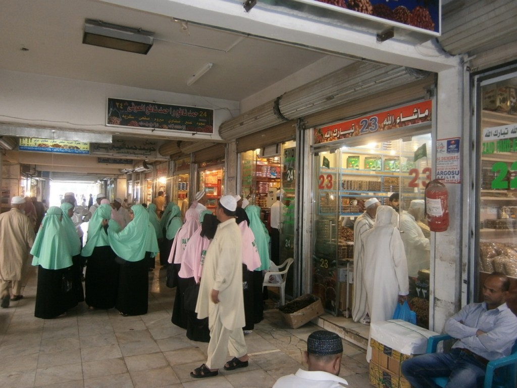 الحجاج ينعشون أسواق المدينة المنورة (1)