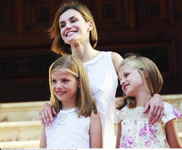 الملكة ليتيسيا مع ابنتيها