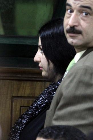 ة صافيناز داخل قاعة المحكمة (2)