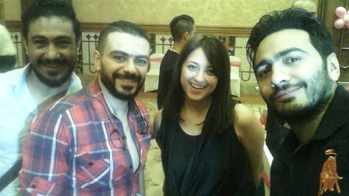تامر حسني وسيلفي مع مروة وكريم