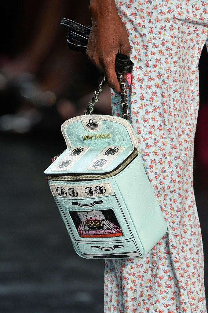 حقيبة مصممة على شكل بوتاجاز