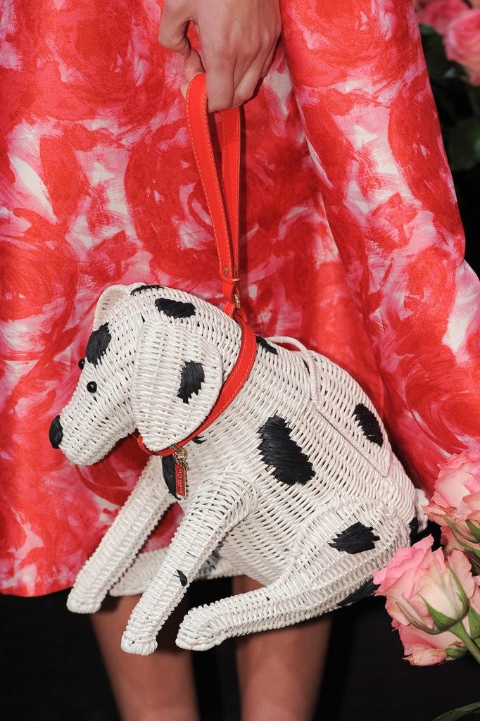 حقيبة مصممة على شكل كلب