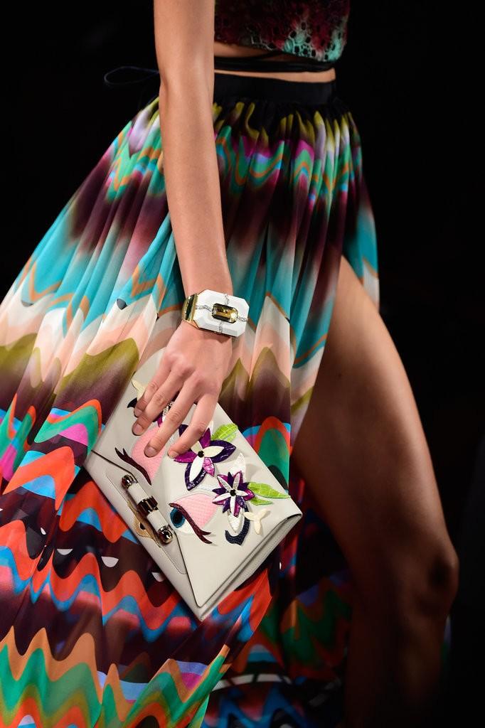 حقيبة مصممة مزينة برسومات زهرية