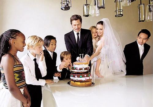 زفاف أنجلينا وبراد بيت.
