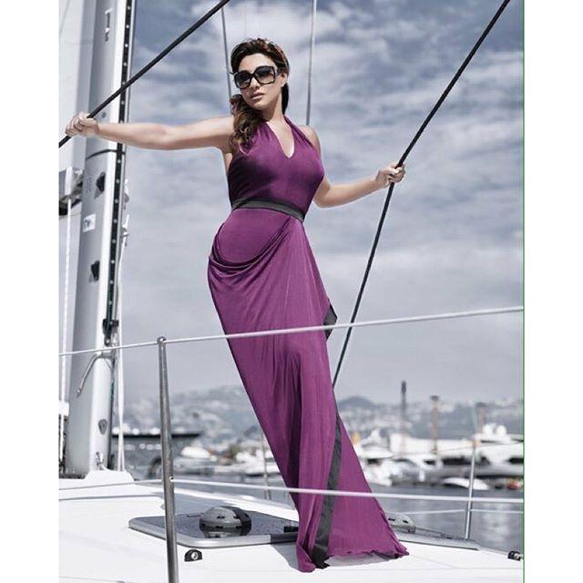 شمس الأغنية اللبنانية متألقة بفستان باللون البنفسجي