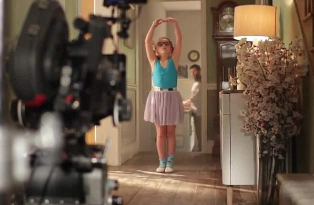 طفلة ترقص الباليه في إعلان جون لويس (6)