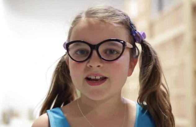 طفلة ترقص الباليه في إعلان جون لويس (8)