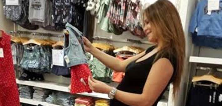 كارول سماحة تتسوق من أجل ابنتها