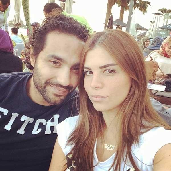 كريم فهمي وزوجته (2)