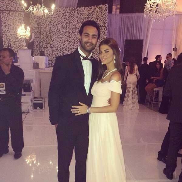 كريم فهمي وزوجته (5)