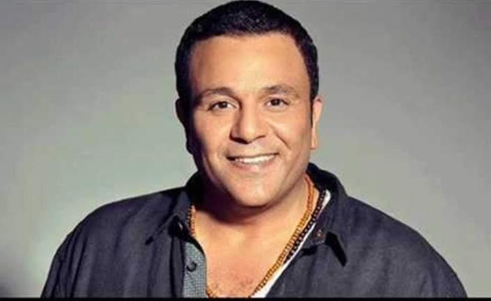 محمد فؤاد اكتشفة الفنان عزت أبو عوف وقدمه للجمهور.