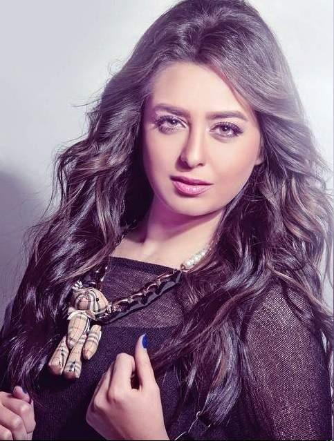 هبة مجدي  (4)