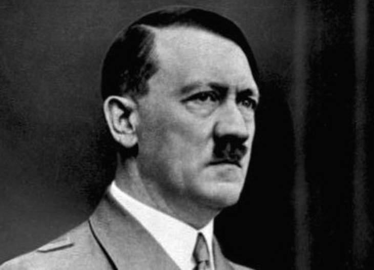 هتلر كانت لديه عادة تناول الطعام في وقت متأخر جداً من الليل، وتحديداً الكعك والبسكويت، والحلوى.