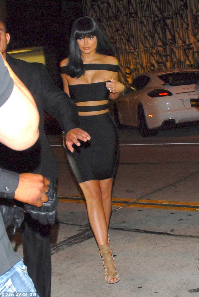 2BD5395200000578-3216765-Time_to_party_Kylie_Jenner_wowed_in_a_racy_bondage_style_dress_a-a-3_1441016176704