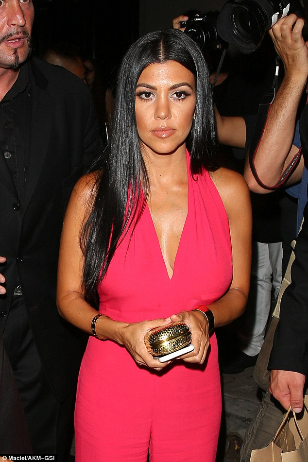2BD53AB500000578-3216765-Wow_factor_Newly_single_Kourtney_was_still_wearing_her_gorgeous_-a-11_1441016177030