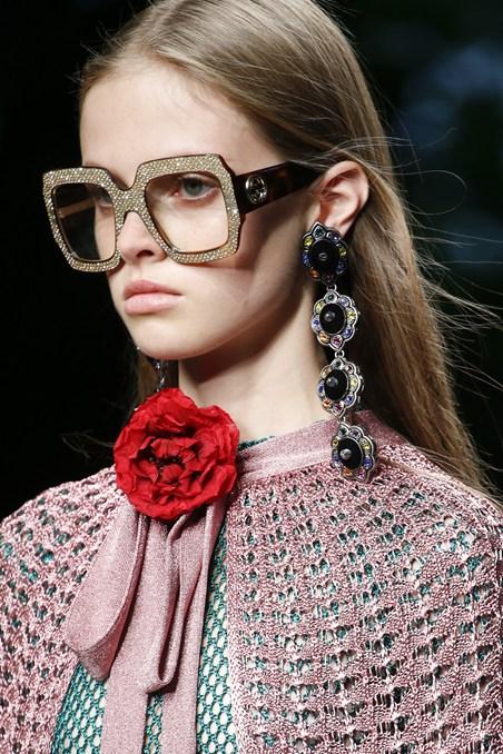 Gucci أقراط ونظارات من