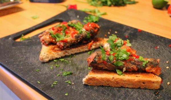 Sliced-toast-warm-sardines