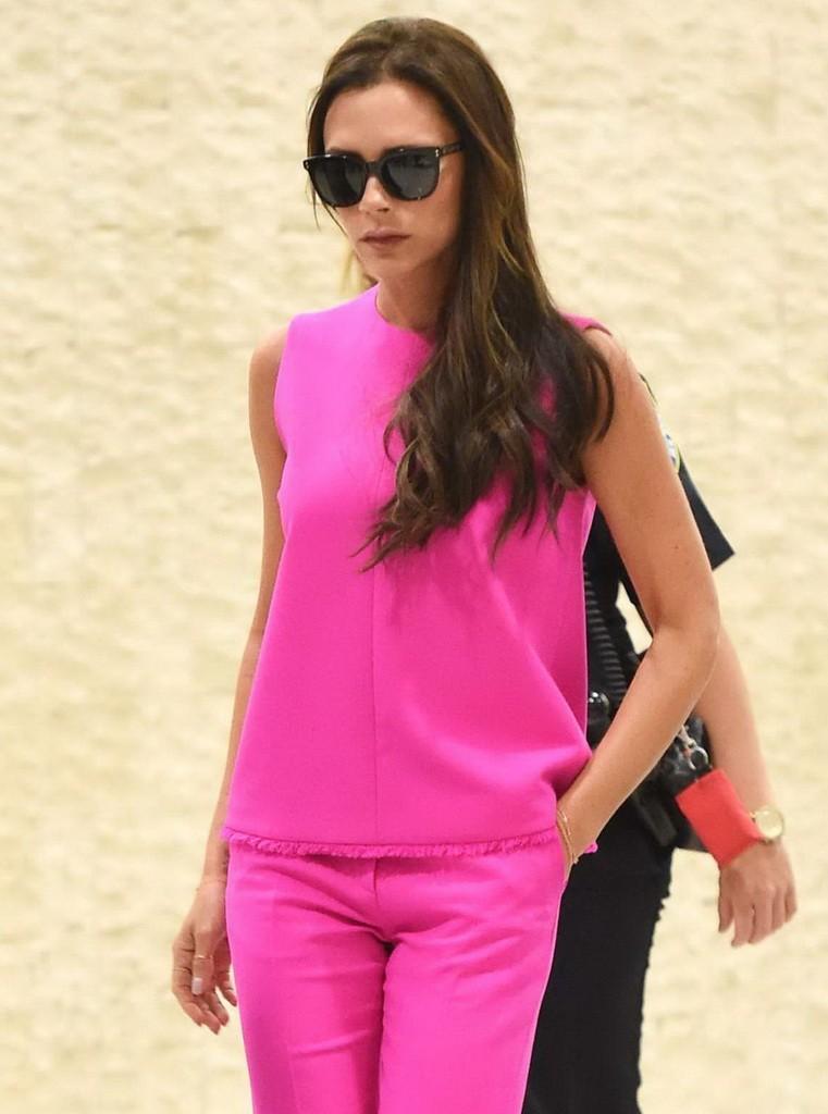 Victoria-Beckham-in-Pink-at-JFK--07