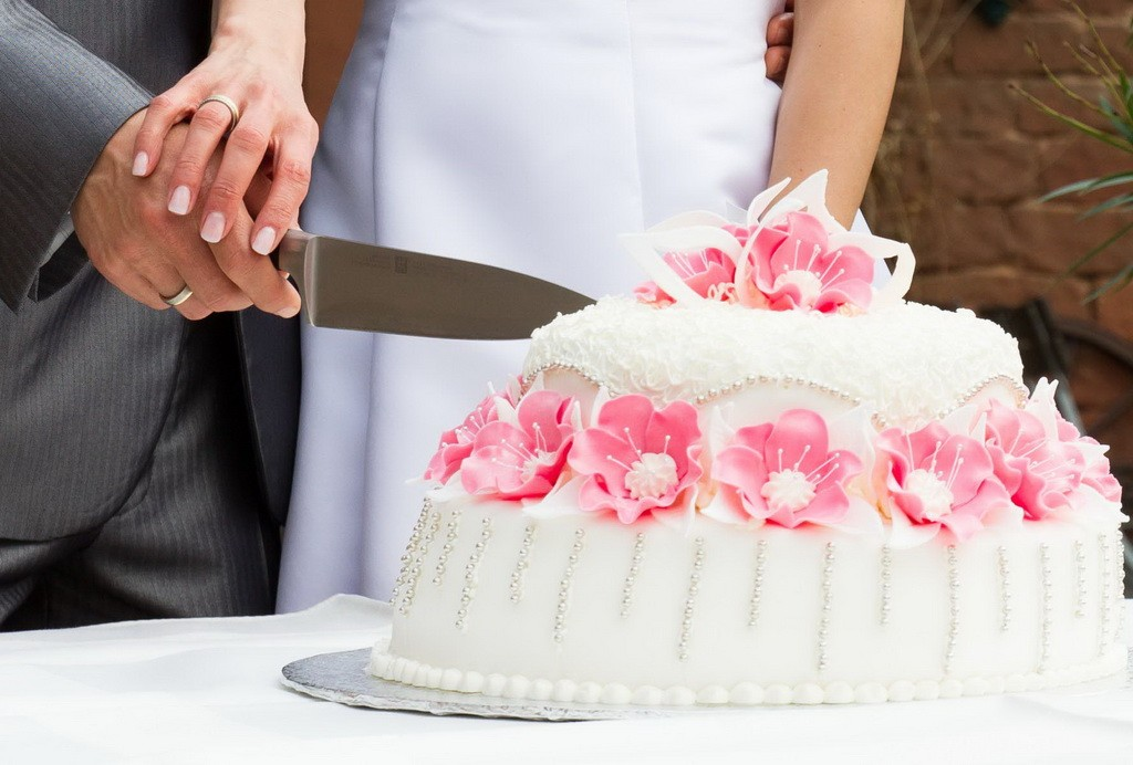 lovely-wedding-cake-wallpapers-couple