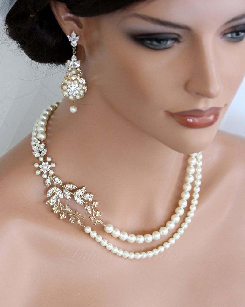 resized_simple and intricate bridal necklace combined with a pair     of earrings