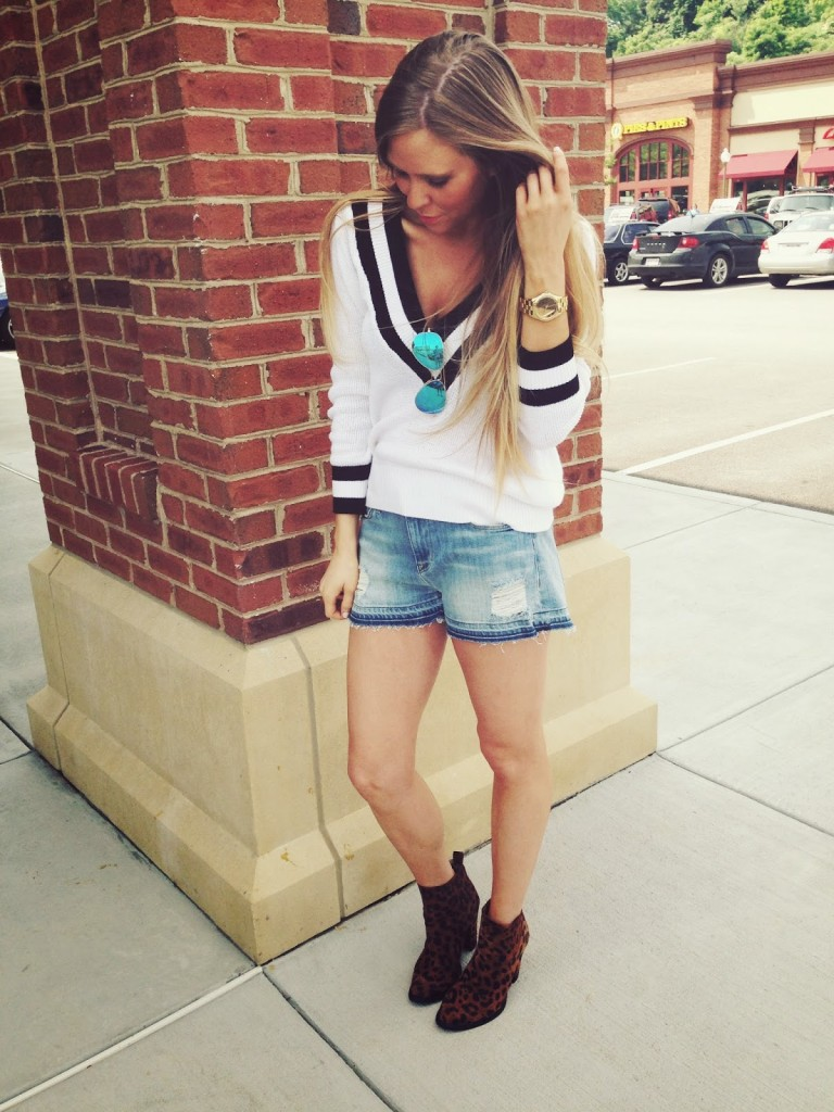 v-neck-sweater-shorts-ankle-boots-sunglasses-watch-original-2820