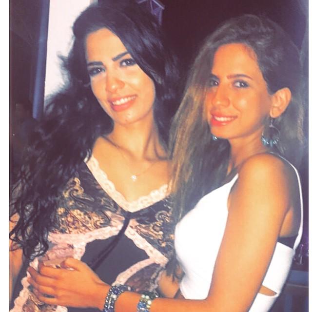 أميرة هاني مع أختها1