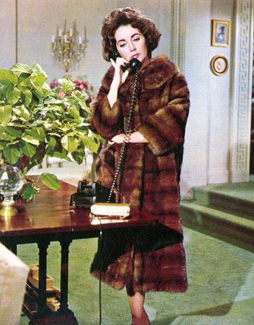 أناقة اليزابيت تايلور في معطف الفرو