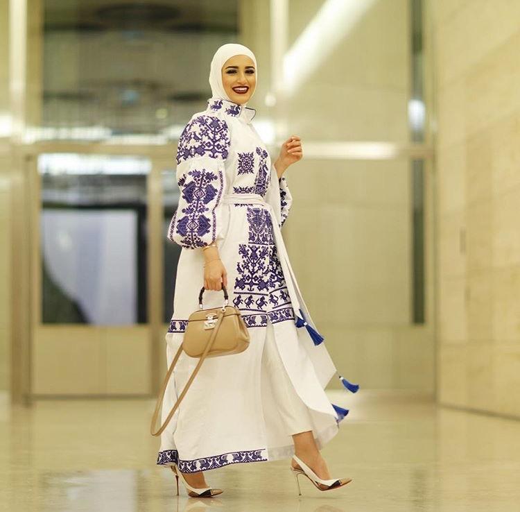 اطلالة فيها لمسات شرقية اختارتها مدونة الموضة دلال الدوب
