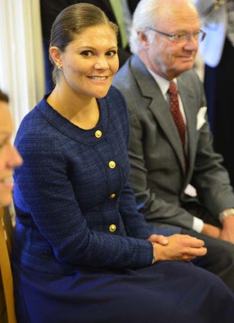 الأميرة فيكتوريا ووالدها يذهبان لزيارة مركز للاجئين (5)