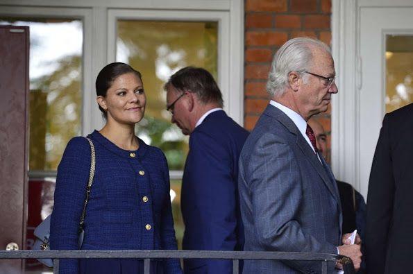 الأميرة فيكتوريا ووالدها يذهبان لزيارة مركز للاجئين (7)