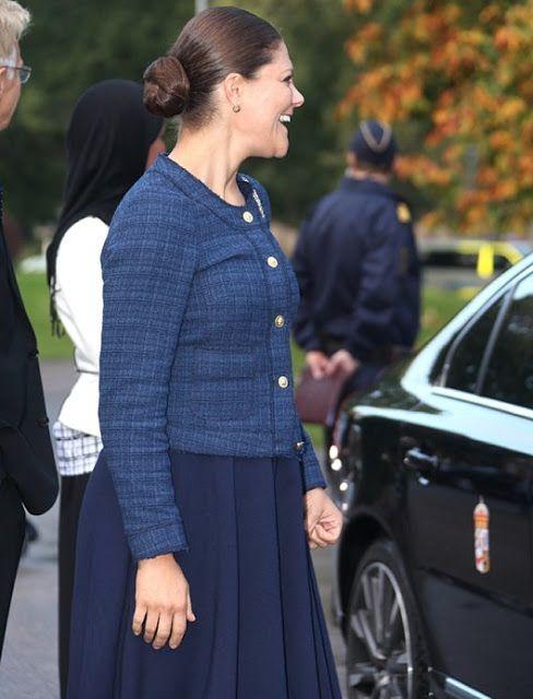 الأميرة فيكتوريا ووالدها يذهبان لزيارة مركز للاجئين (8)