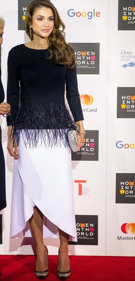 الملكة رانيا في إطلالة رائعة بالأسود والأبيض