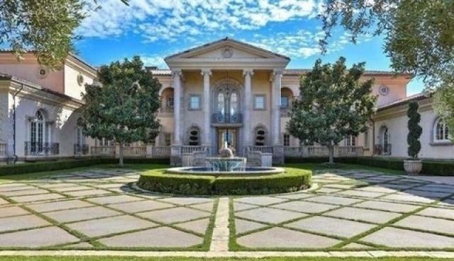 بريتني سبيرز تشتري قصراً فخماً  (1)